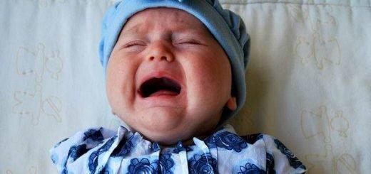 bambino piange sempre